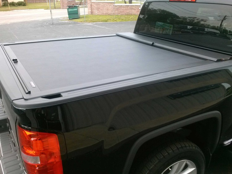 2014 Chevrolet GMC Roll N Lock Tonneau Cover