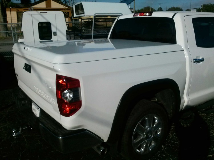 2014 Toyota Tundra Crew Max 5.5ft ARE LS2 Tonneau Cover